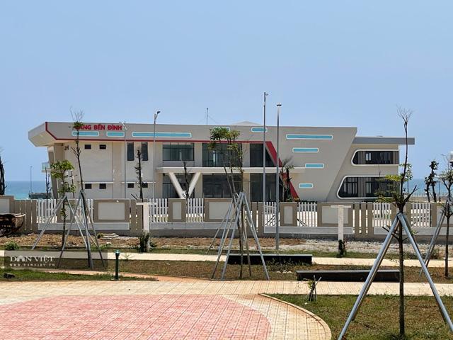 Mặt trước của hạng mục Nhà ga cảng Bến Đình.