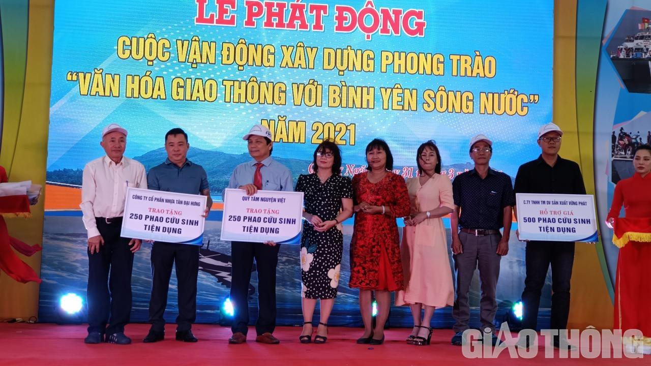 Tại lễ phát động, Ban ATGT tỉnh đã nhận được sự đồng hành của nhiều doanh nghiệp