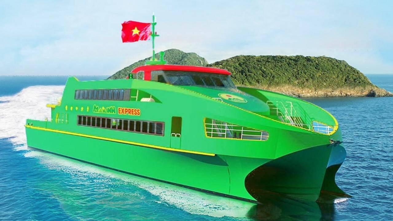 Tàu cao tốc Mai Linh Express với màu sắc nhận diện của Tập đoàn Mai Linh.