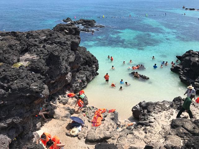 Khu vực bãi tắm đảo An Bình (đảo Bé), huyện Lý Sơn cũng nằm trong CVĐC toàn cầu Lý Sơn-Sa Huỳnh.