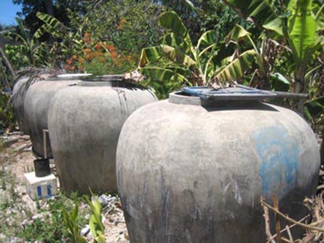Lu - dụng cụ để tích trữ thêm nước mưa của người dân An Bình