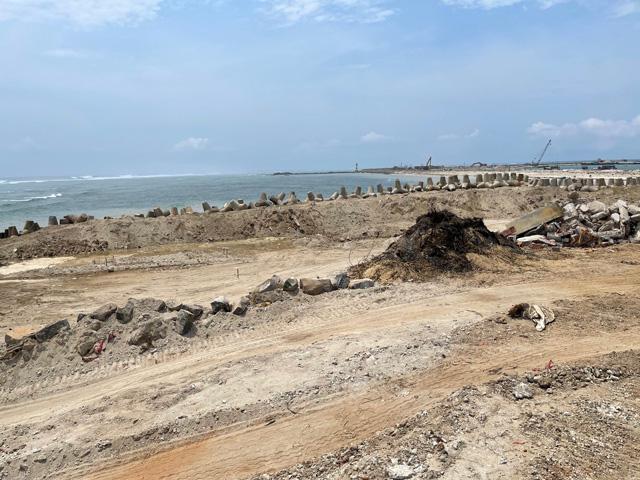 Công trình các tuyến đê biển Lý Sơn, một trong những dự án còn nợ tạm ứng đầu tư công ở Quảng Ngãi.