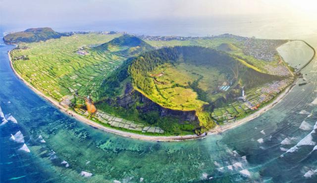 Toàn cảnh đảo lớn Lý Sơn, một trong những khu vực nằm trong Đề án Công viên địa chất toàn cầu Lý Sơn-Sa Huỳnh
