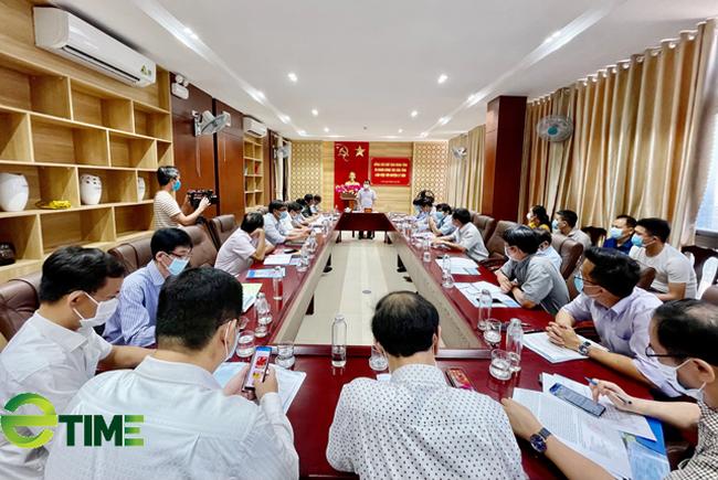 Quang cảnh buổi làm việc giữa Đoàn công tác tỉnh Quảng Ngãi với UBND huyện Lý Sơn.