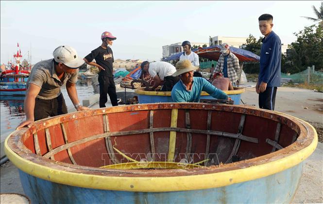 Hàng trăm hộ dân trên đảo được vay vốn ưu đãi đầu tư mua sắm ngư lưới cụ phục vụ đánh bắt hải sản, góp phần nâng cao chất lượng cuộc sống, giữ gìn biển đảo.