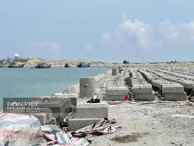 Sau 17 năm, công trình Vũng neo đậu tàu thuyền Lý Sơn vẫn ngổn ngang và dang dở.