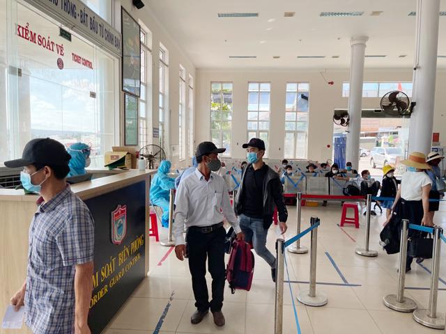 Chỉ người dân trong tỉnh, cán bộ được cử đi công tác mới được phép ra Lý Sơn.