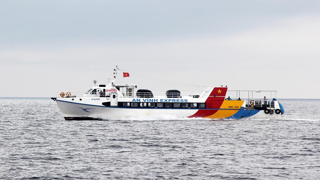 Tàu cao tốc là lựa chọn duy nhất đưa đề thi từ đất liền ra đảo Lý Sơn