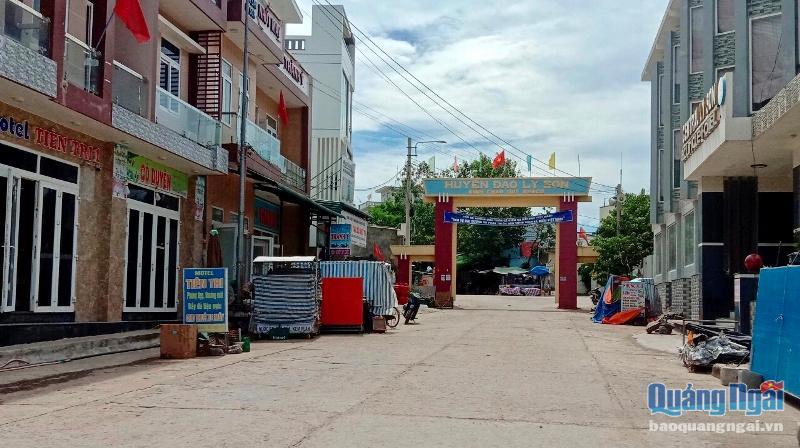 Khu vực trung tâm huyện Lý Sơn không còn nhộn nhịp như trước.