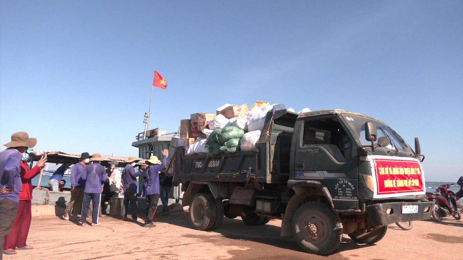 Lý Sơn gửi thêm 3,5 tấn thực phẩm vào TP Hồ Chí Minh