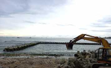Vị trí biển được khoanh lại làm hồ bơi