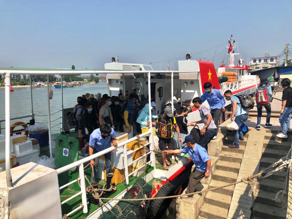Vận tải hành khách ra đảo Lý Sơn đã được hoạt động trở lại.